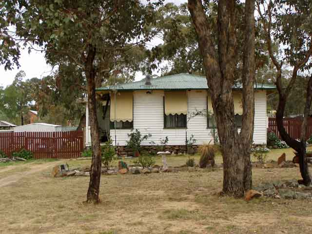 4 Bedroom House Mangoplah NSW